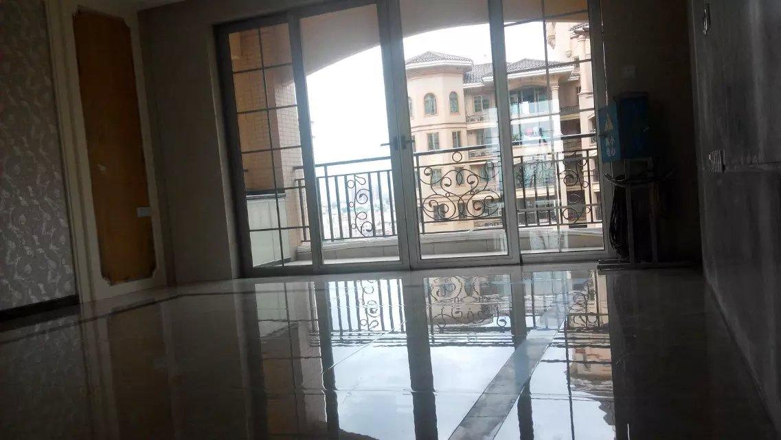 中山市海州别墅装修后清洁玻璃清洗中山广成清洁有限公司提供