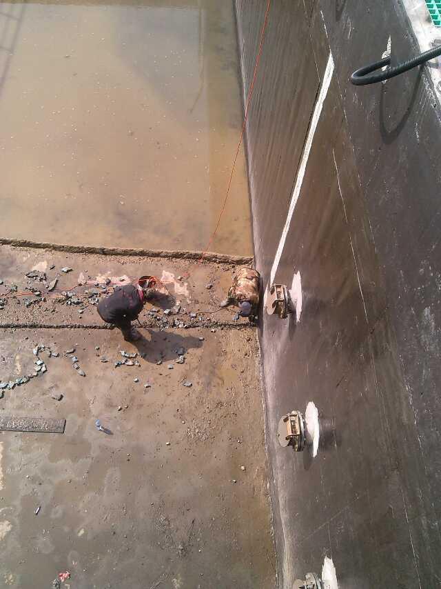 专业处理污水池止水带渗水公司-污水池伸缩缝渗水堵漏处理